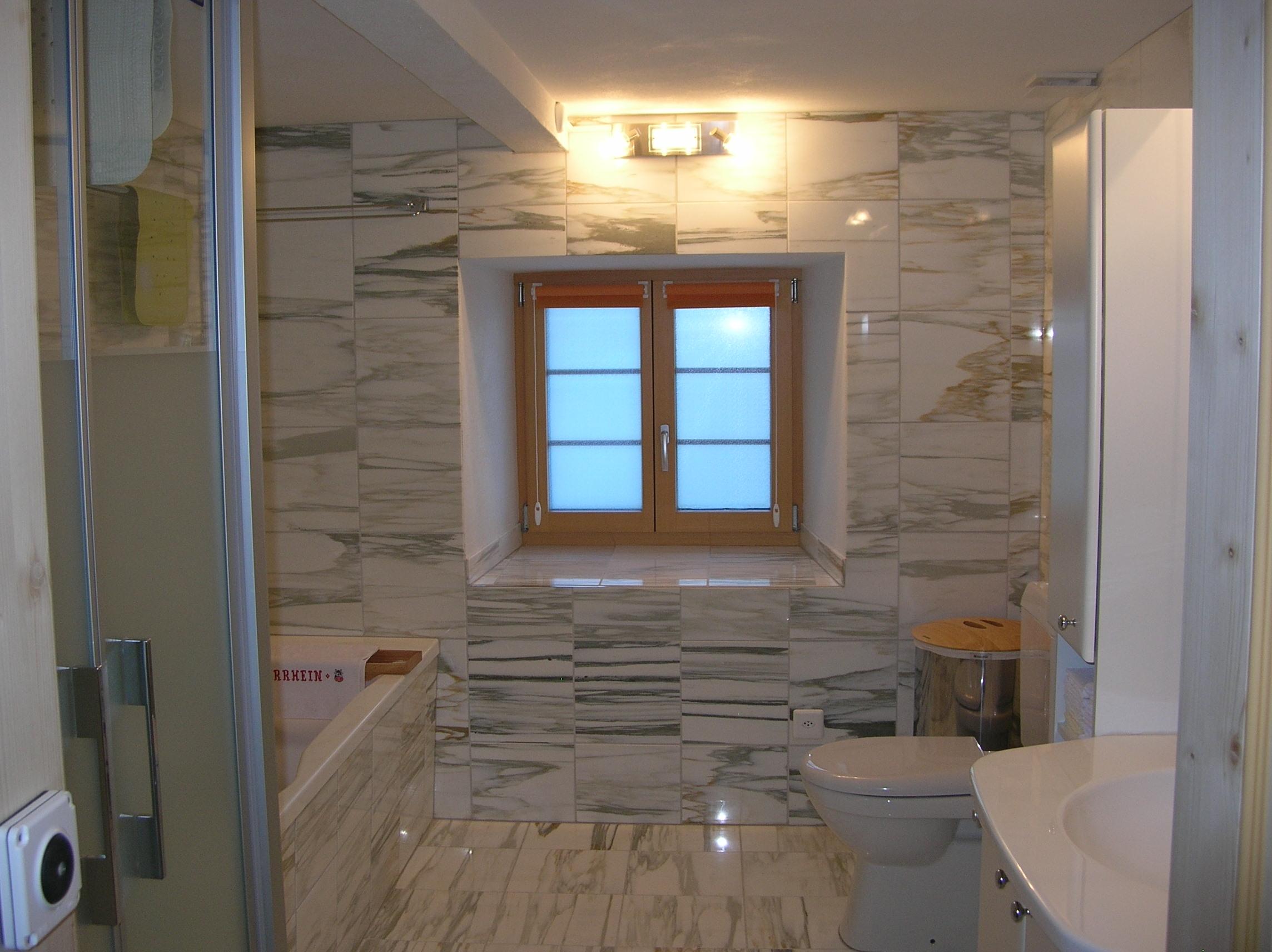 Komfortables Bad Mit Badewanne Und Dusche Glas Sowie Wc1